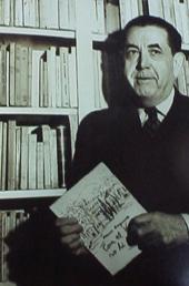 Ferran Canyameres a la biblioteca de casa seva, 10/1/59 © Pere Català i Pic.