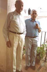 Josep Romeu amb J.V. Foix, a Port de la Selva (1986).
