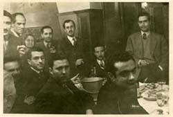 Josep Romeu amb alguns membres de la redacció de la revista Ariel (1947).